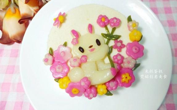 可爱的兔子米糕蛋糕